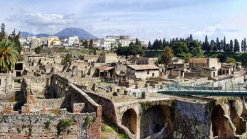 HERCULANEUM  VESUVIUS  FULL  DAY (8 HOURS) BY CAR 1/3 PAX