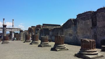 POMPEII AMALFI FULL  DAY (8 HOURS) BY CAR 1/3 PAX
